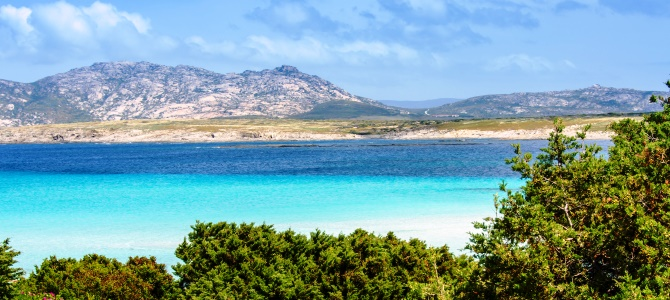 Sardinie, pláž La Pelosa, Itálie  Více na: http://www.krasneplaze.cz/sardin